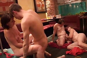 Amateur Swingers party with obese girls